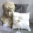Gratis handgemaakt ringenkussen bij uw trouwringen