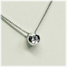 0319-005 18 krt. witgouden hanger met 0.05 crt. briljant met collier