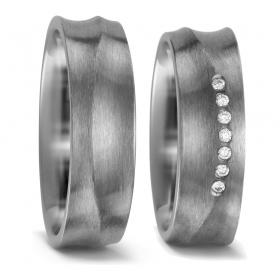 52407 grillig model titanium trouwringen met 0.07 crt. briljant