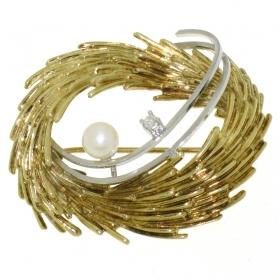 .7.9 gram rijk bewerkte gouden broche met briljant en cultivé parel
