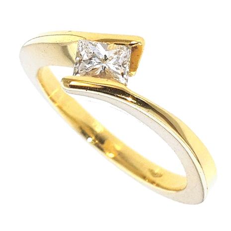 1529-040 Geelgouden damesring met 0.40 crt. Princess Cut diamant